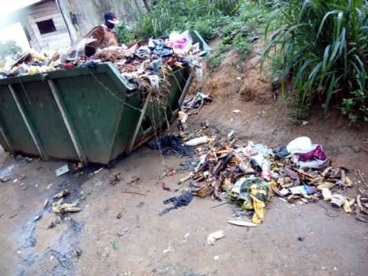 Bac a ordure a Doualoa