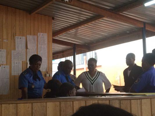 Policiers au siège de l'emi immigration Yaoundé