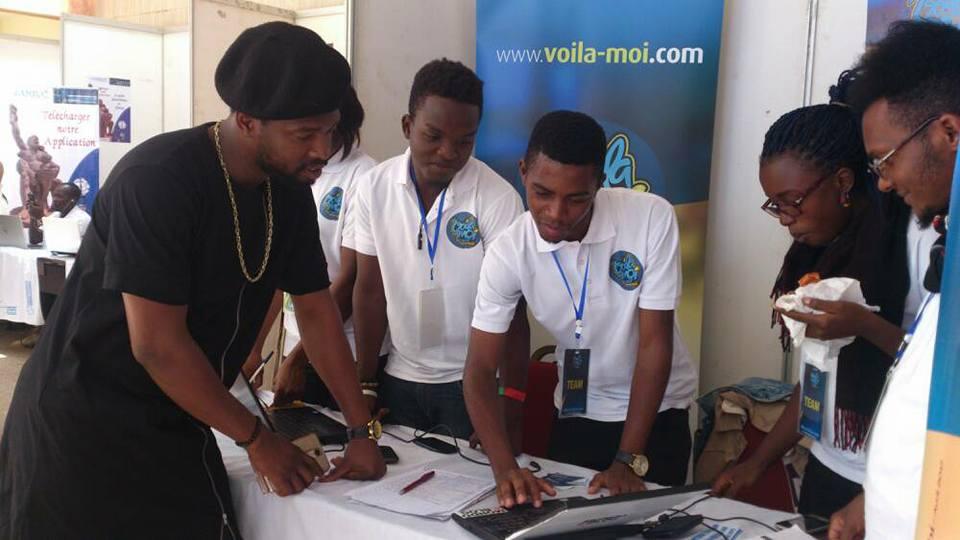 """Stand de la team """"Voila-moi"""" forum de l'économie numérique Yaoundé"""